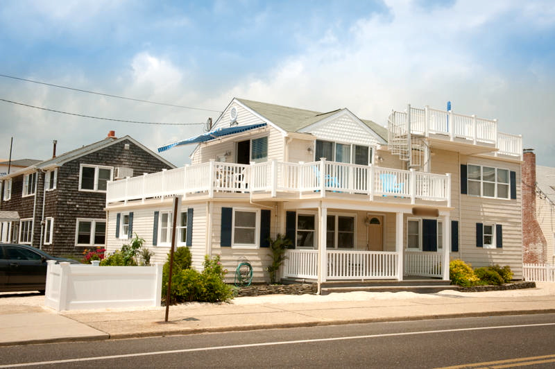 Spacious beach duplex in the heart of Beach Haven, LBI