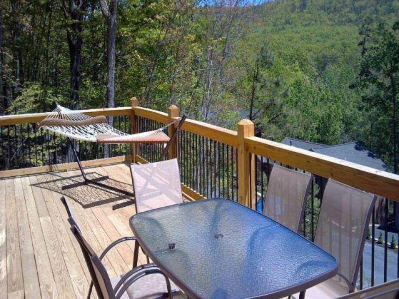 Relax on the deck and enjoy the mountain view!