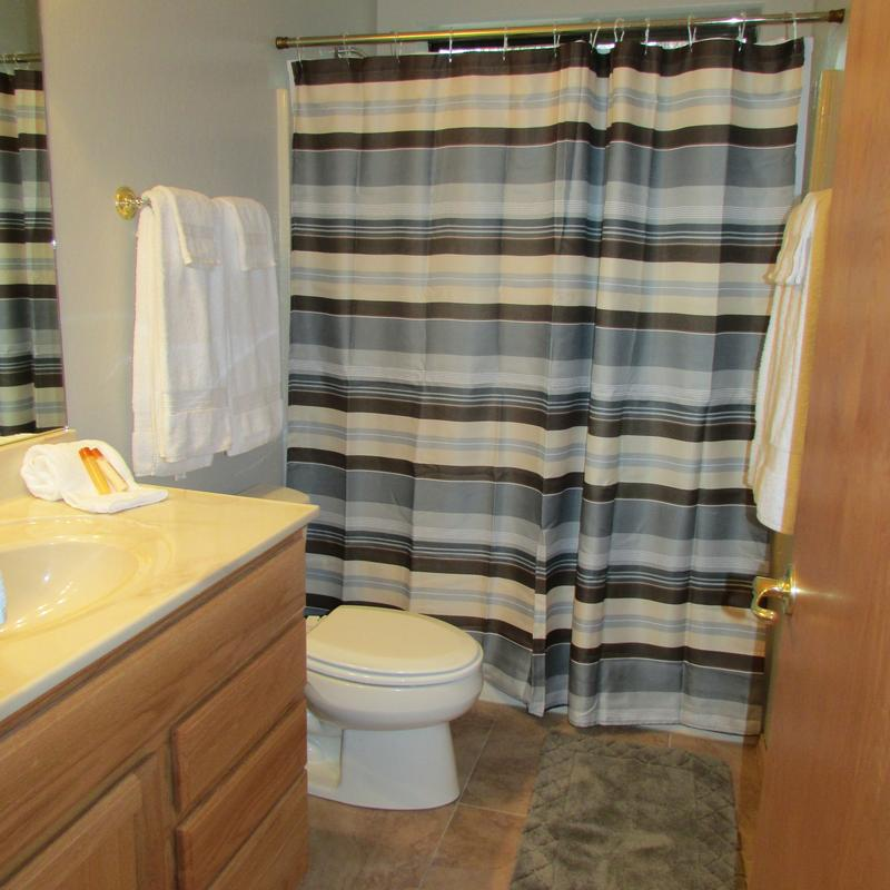 Bathroom with shower/tub combo.  Towels are also provided.