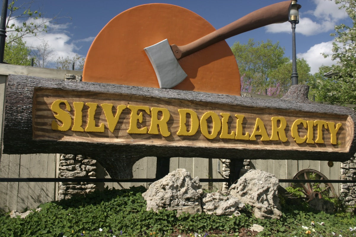 Our resort condos give you lodging near Silver Dollar City so you can relax and enjoy your vacation without fighting traffic