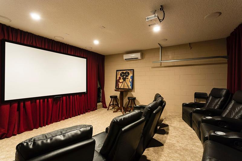 Incredible movie theater - HUGE screen - Movies/TV/Play Xbox with Kinect